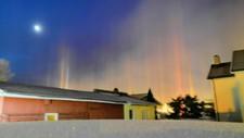 KRYSTALLDANS: Slik så himmelen over Hokksund ut da Lasse Erlandsen skulle dra på jobb onsdag morgen. Bildet er tatt fra Gamle Hokksund med utsikt mot sentrum.