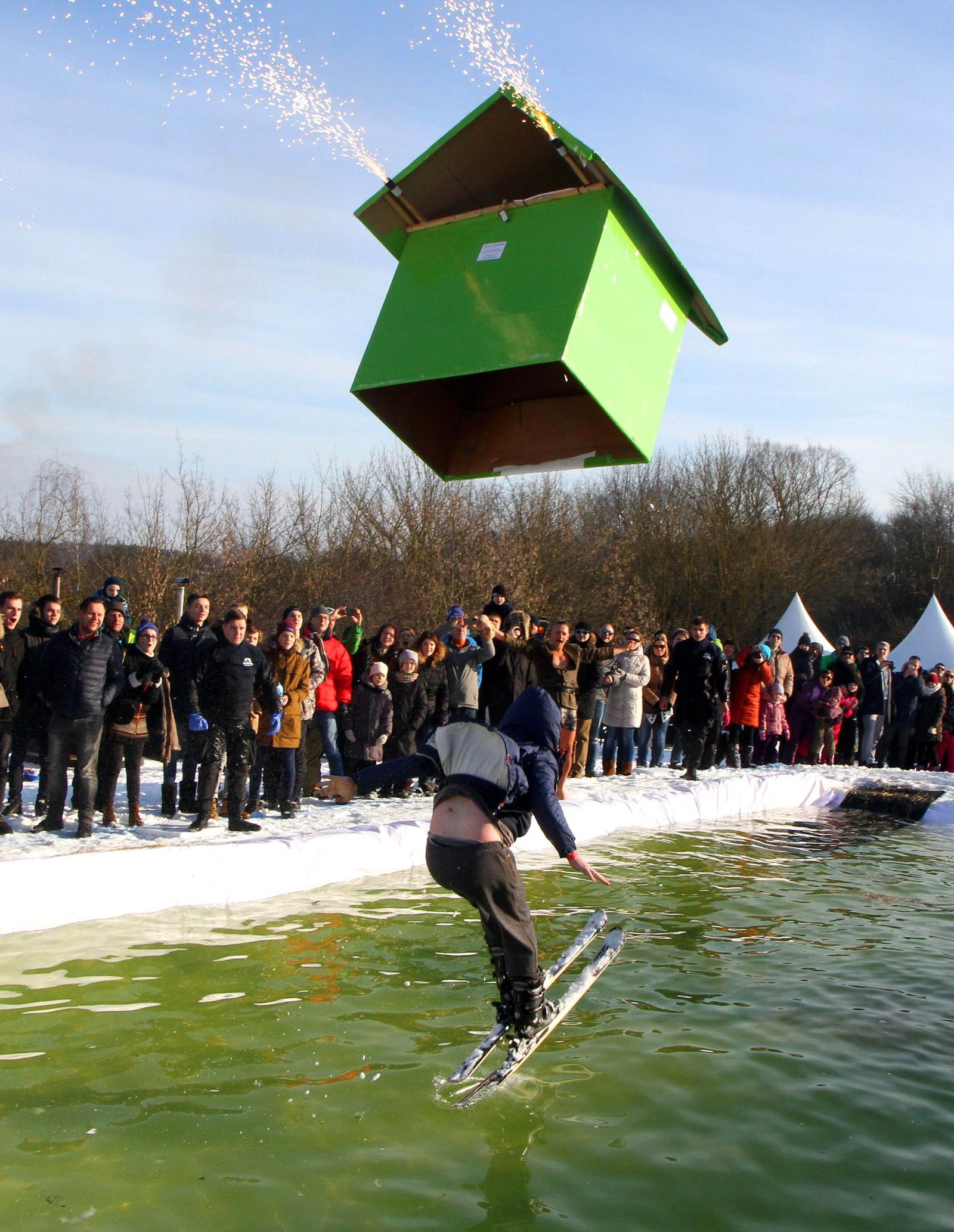 Petras Malukas deltar i arrangementet Jump and Freeze i Vilnius i Litauen.