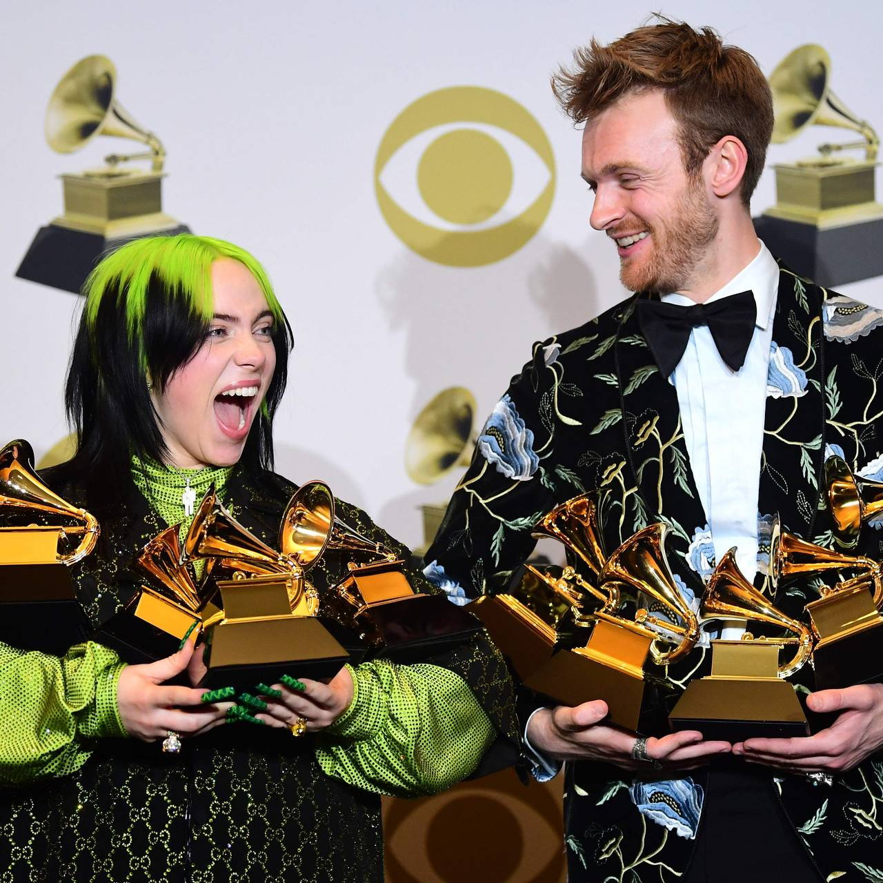 Billie Eilish og Finneas O'Connell med fem Grammys i 2020.