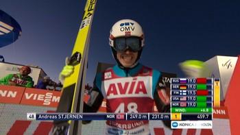 Andreas Stjernen lander på 231 meter i finaleomgangen. Komm.: Christian Nilssen og Johan Remen Evensen.