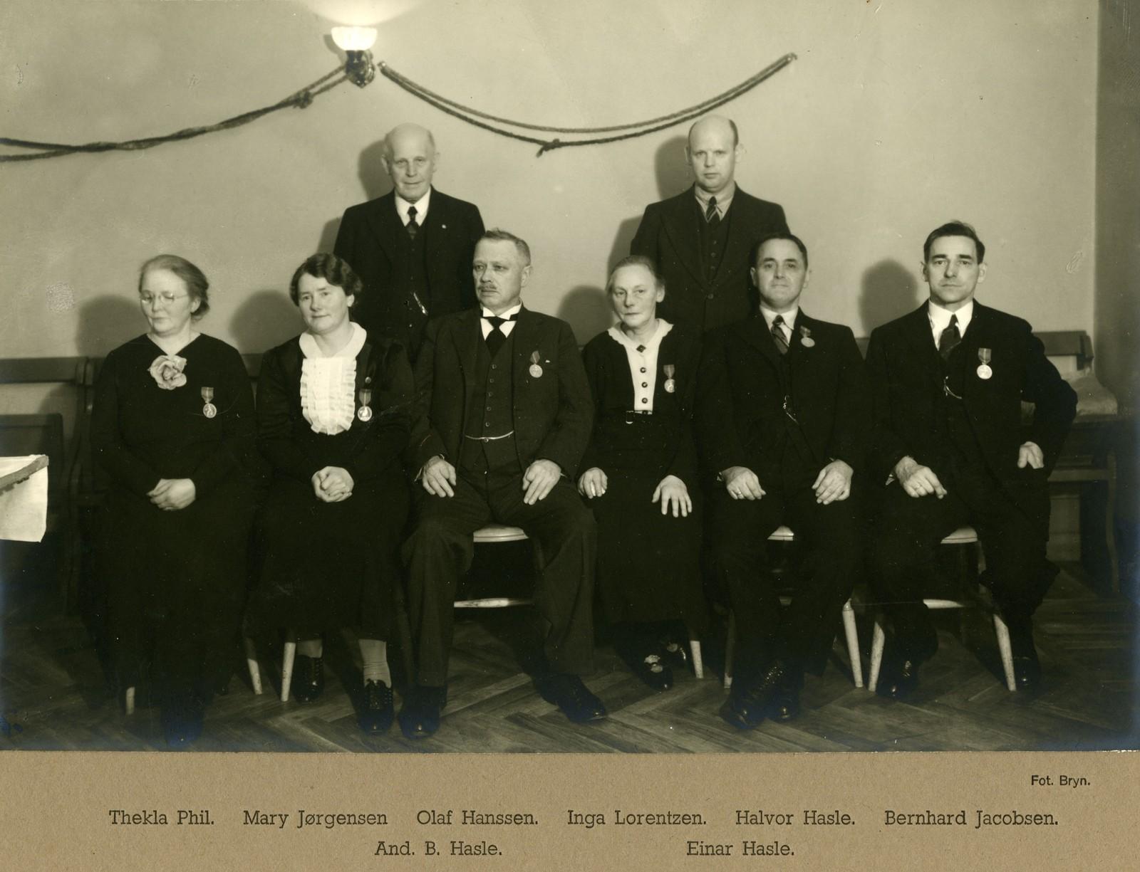 Arbeidere ved Sandefjord Skofabrikk AS hedret for tro tjeneste - 23.12.1937.