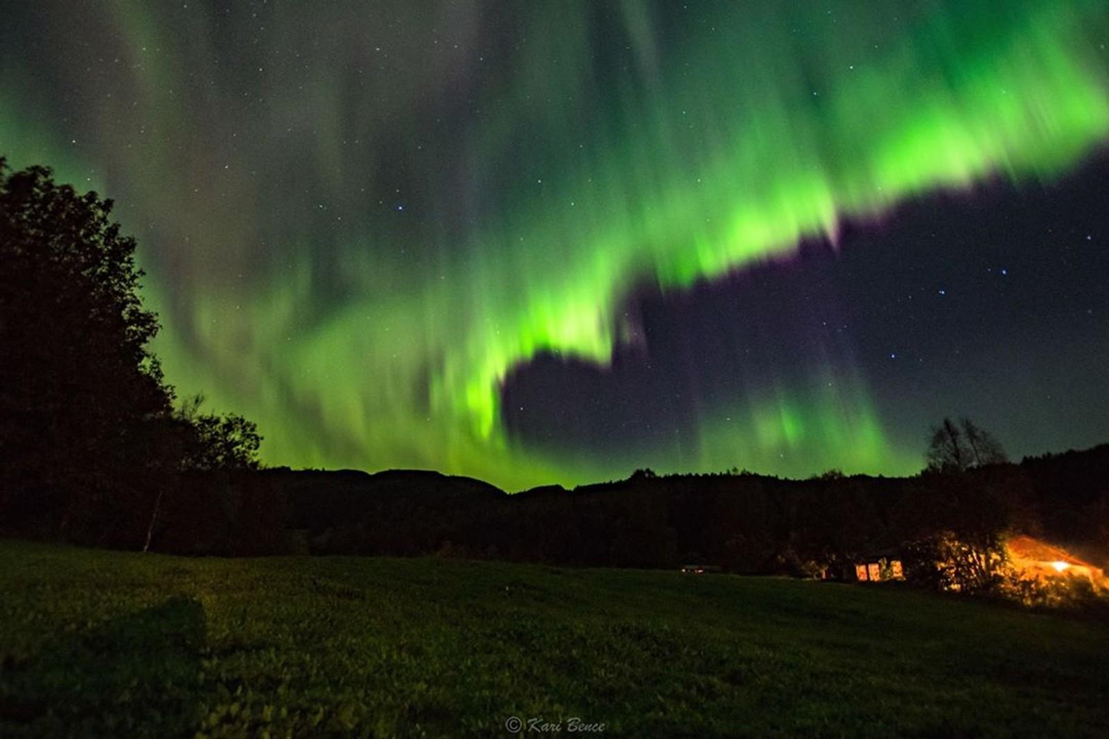 karibenceVakkert ute i natt... folk legger seg for tidlig :D #trollheimsporten #utno #essence_of_norway #thebestofscandinavia #turistforeningen #nrkmogr #nikon_d7200 #nikon_landscape #nikonnordic #nikon_dslr_users #nightshooters #earthgallery #worldaurora #solarstorm #nightskies #aurora #breathtaking #spectacular #nightsky #nightphotography #nature #nightshots #astrophotography