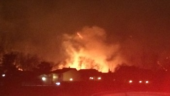 Flammane står høgt i Lærdal