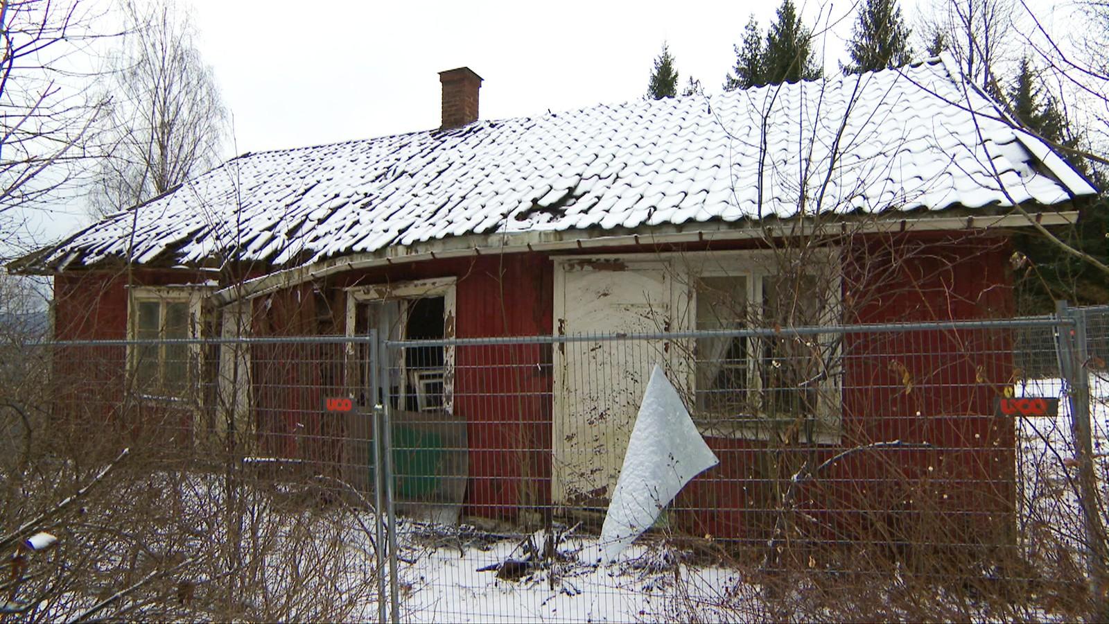 PREGET AV FORFALL: Den gamle husmannsplassen Bråtan på Skaugum forfaller fordi kronprinsparet ikke pusser den opp.