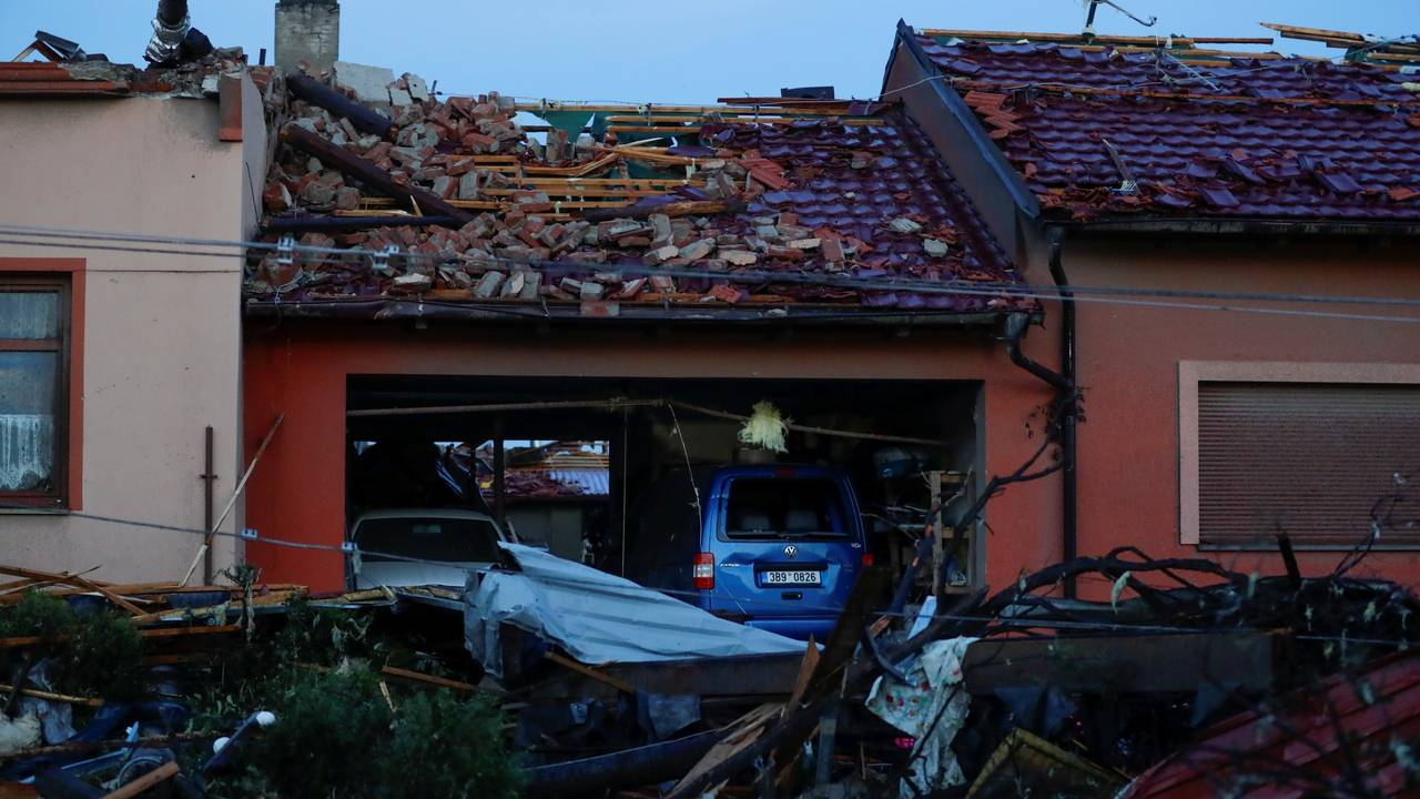 En tornado forårsaket store skader på flere hus i Moravska Nova Vest torsdag kveld.