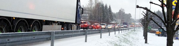 Snø kaos E18 Grimstad Statoil - Foto: Tipser