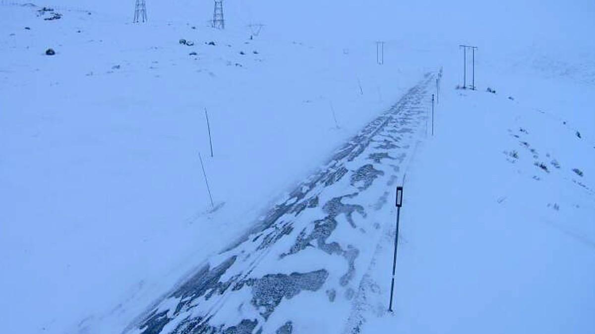 UTFORDRANDE: Når snøen laver ned, skal det ikkje så mykje vind til før køyreforholda blir krevjande.