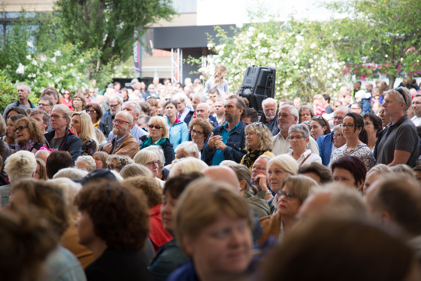 Mye folk hadde møtt frem i Alexandraparken under åpningen.