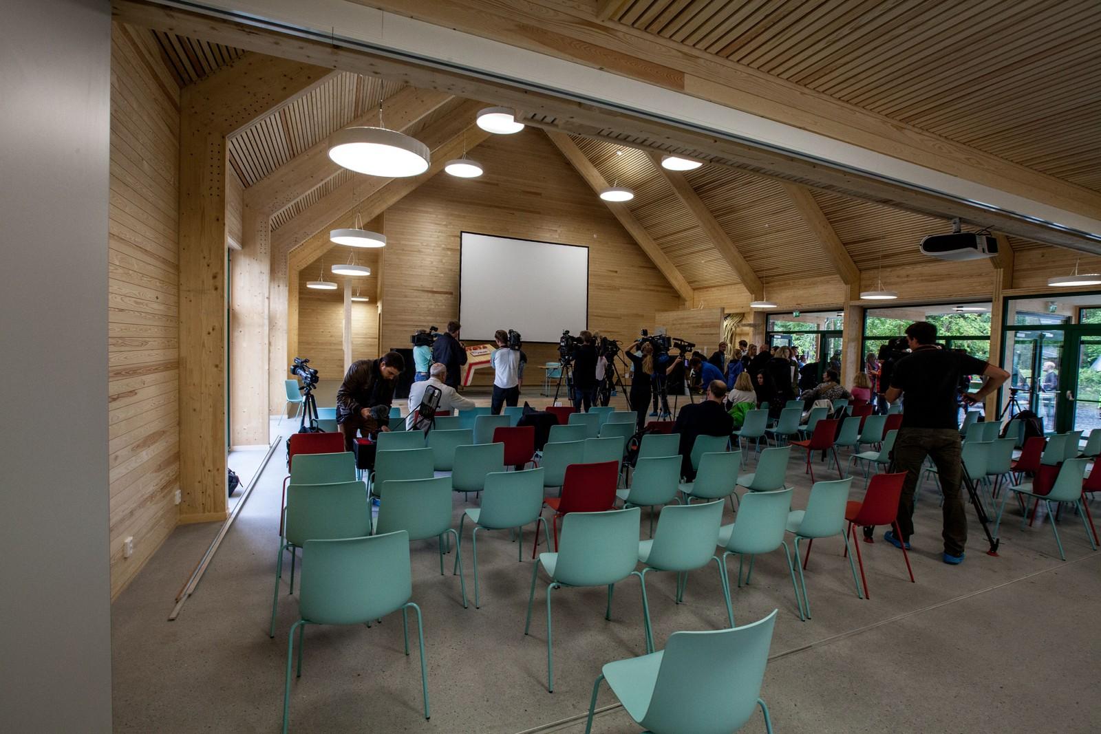 I konferansesalen var det onsdag to pressekonferanser, en for utenlandsk presse og en for de norske journalistene.