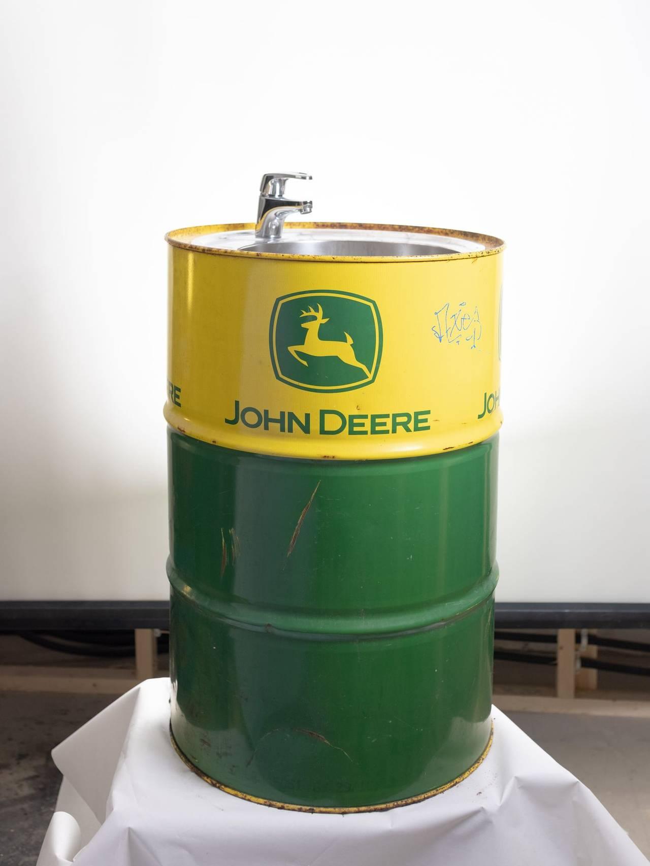 En vask laget av et John Deere-oljefat