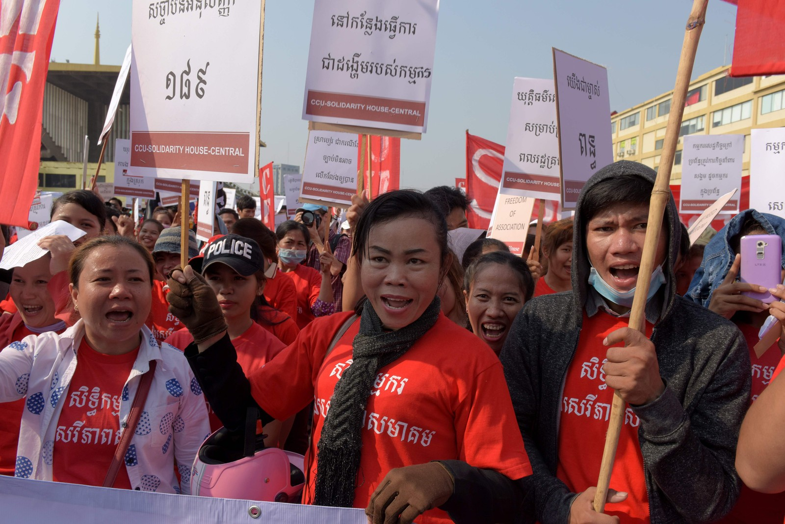 I Phnom Penh i Kambodsja krevde arbeiderne flere jobber, høyere lønninger og bedre arbeidsvilkår da de marsjerte i gatene 1. mai.