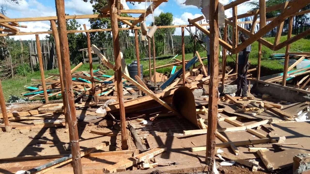 Riving av hus i Mauskogen i Kenya. Ogiek-familier tvangsflyttes fra sine hjem.