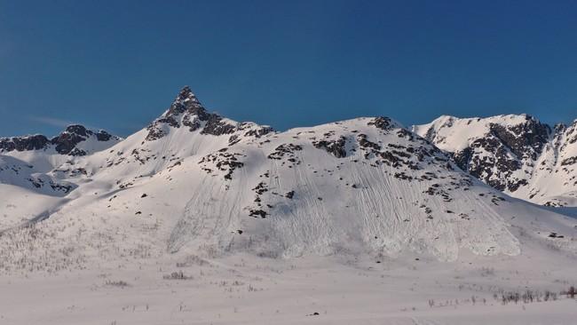 Selvutløste snøskred på Kattfordeidet