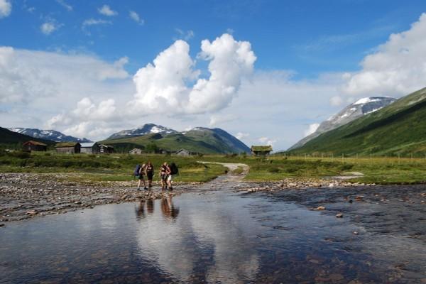 I Jøldalen på ruta mellom Trollheimshytta og Jøldalshytta - Foto: Asgeir Våg