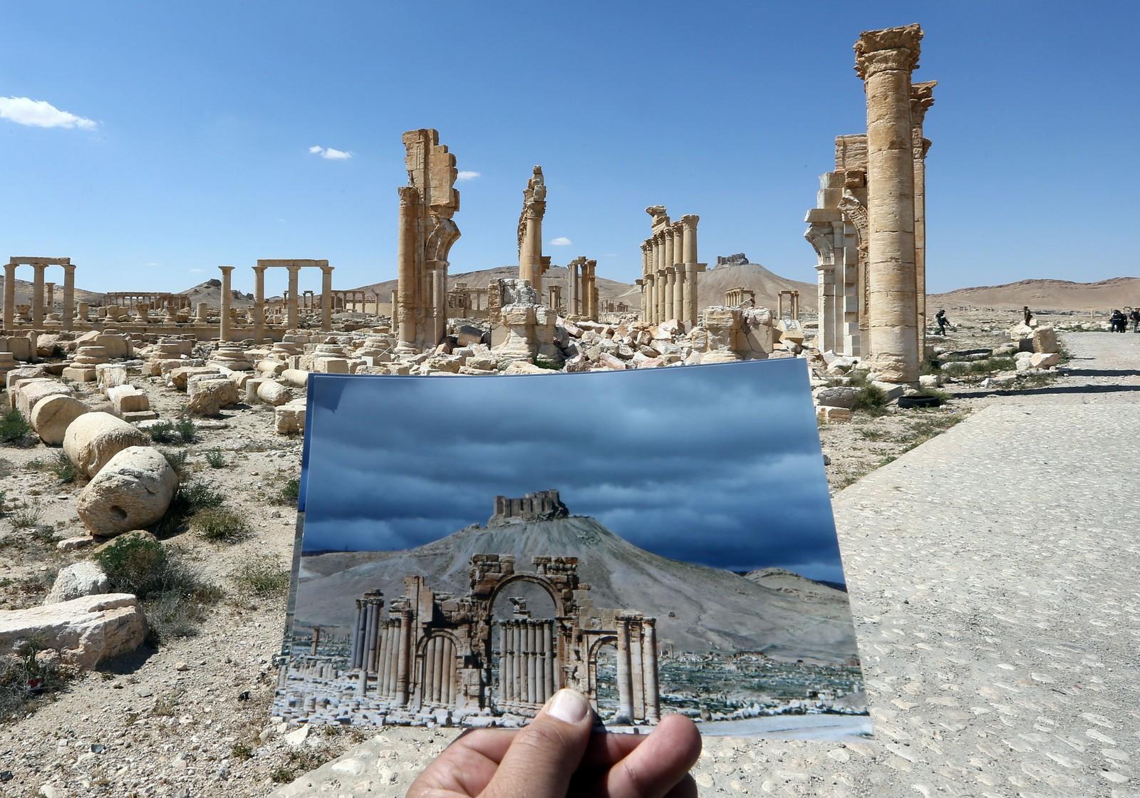 Flere tusen år gamle romerske ruiner og historiske monumenter har gått tapt etter at IS inntok verdensarvbyen Palmyra i fjor. Her ser vi restene av triumfbuen i oltidsbyen.