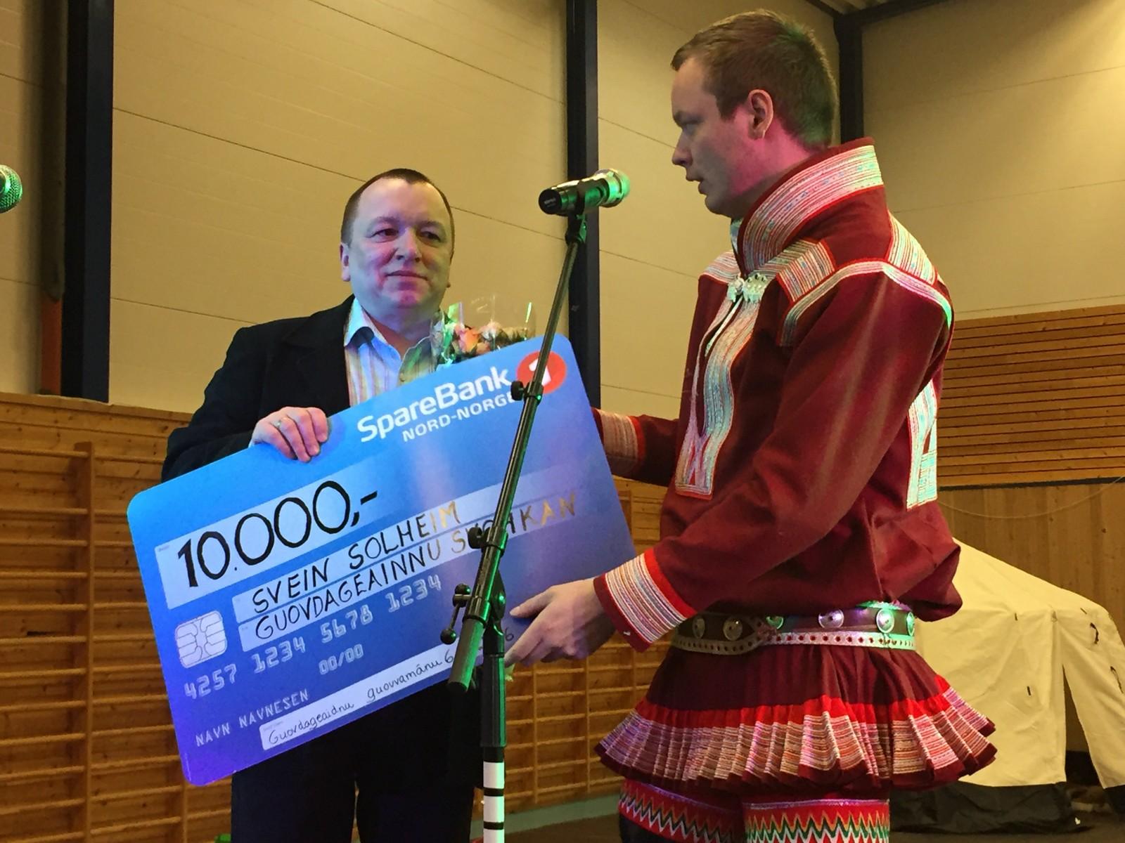 Svein Solheim fikk Kautokeino kommunes kulturpris for sitt arbeid med å samle gamle bilder fra Kautokeino. Han hadde også utstilling med 200 gamle samiske postkort i Báktehárji.