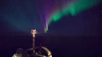 Fjellkjeden Mohnryggen, som skiller Norskehavet og Grønlandshavet på havdypet, blir kartlagt med hjelp av banebrytende teknologi og elektromagnetiske bølger.