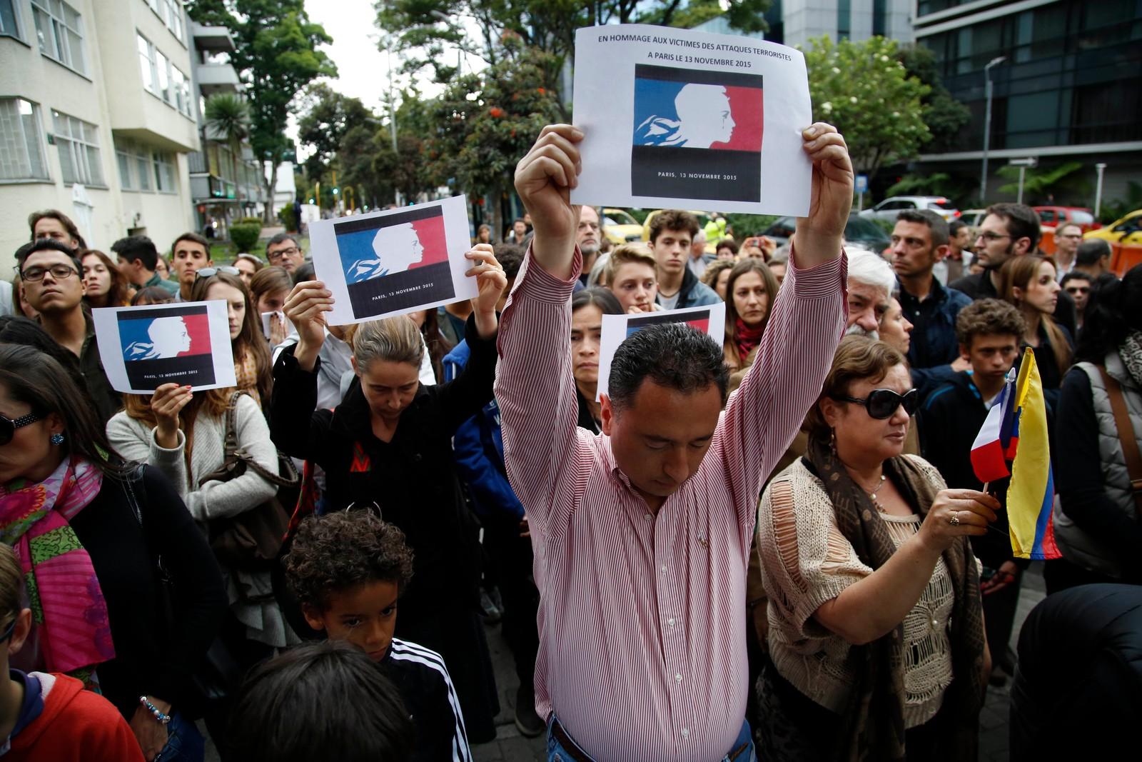 Colombianere uttrykker støtte til Paris etter terrorangrepene.