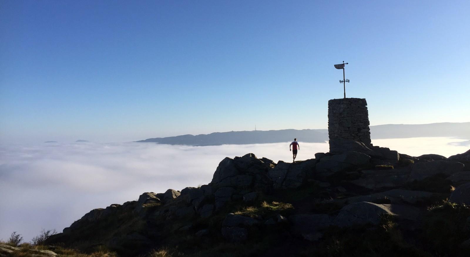 NESTEN ALENE: Pål Bentdal hadde Løvstakken nesten for seg selv denne morgenen. Rundt klokken syv var han på toppen.