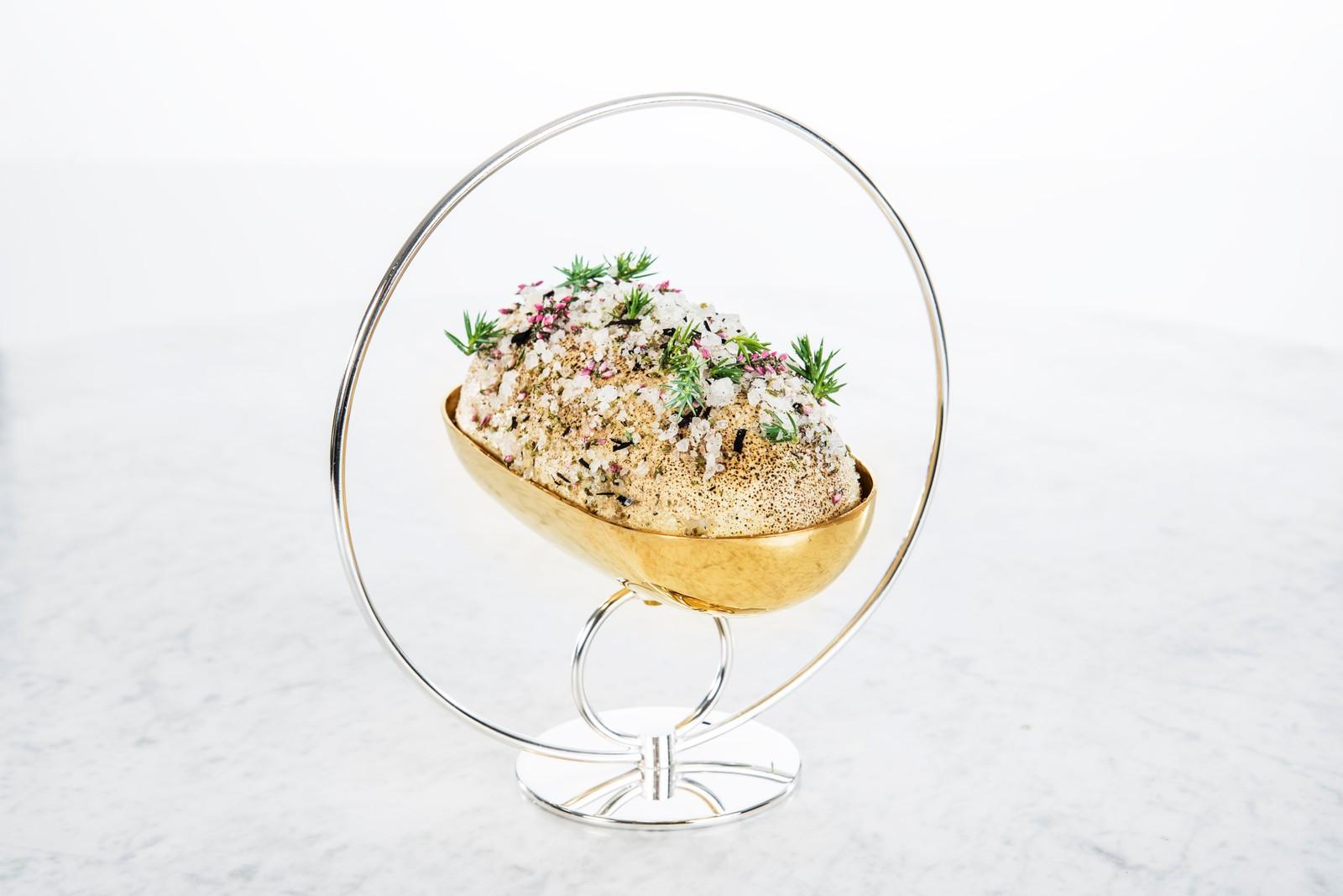 Saltbakt kyllinglår og kyllingbryst med hummermousseline og villsopp (Hummar- og kylling-tallerken)