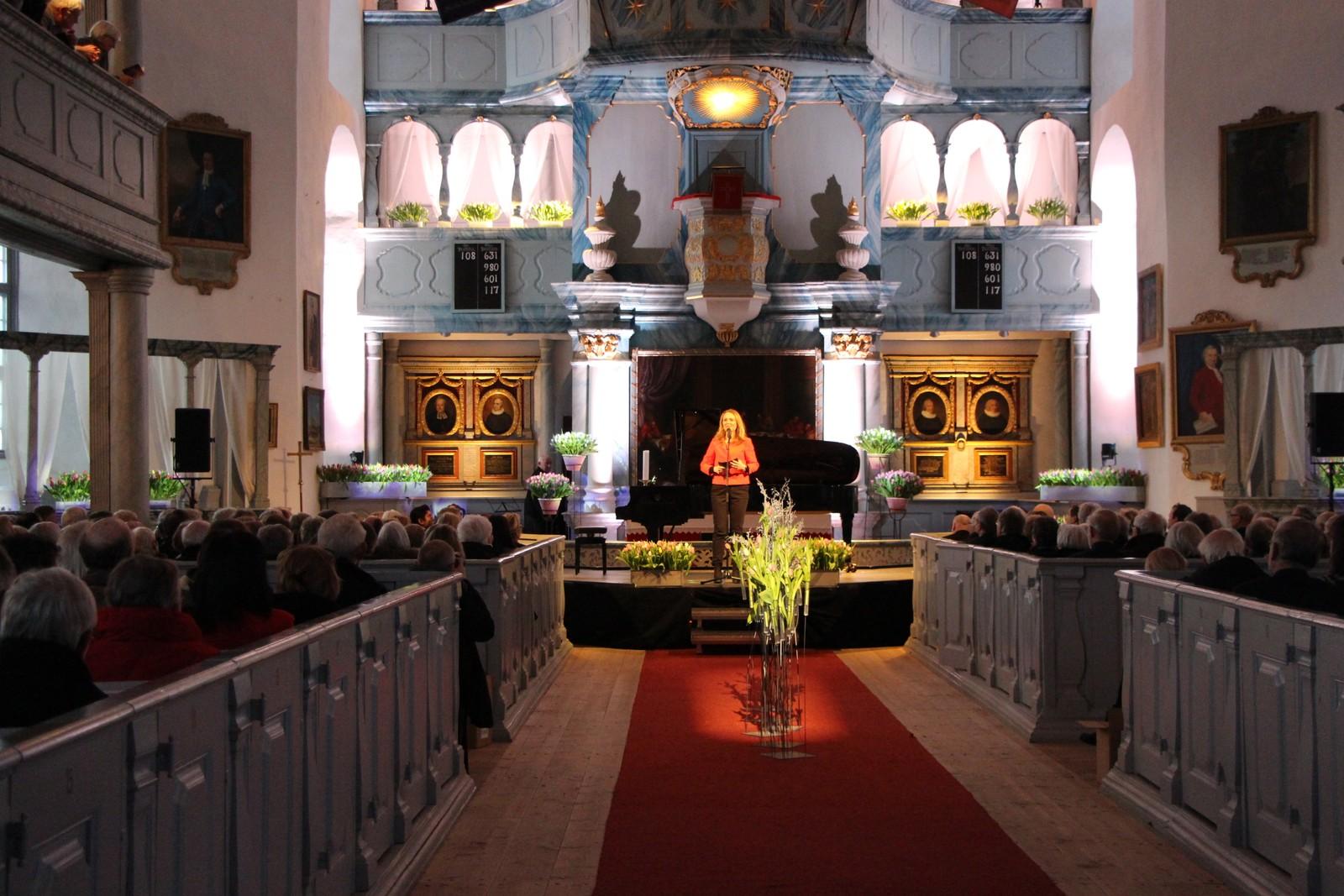 Kulturminister Linda Hofstad Helleland åpnet Vitnerfestspillene i Bergstaden i Røros kirke.