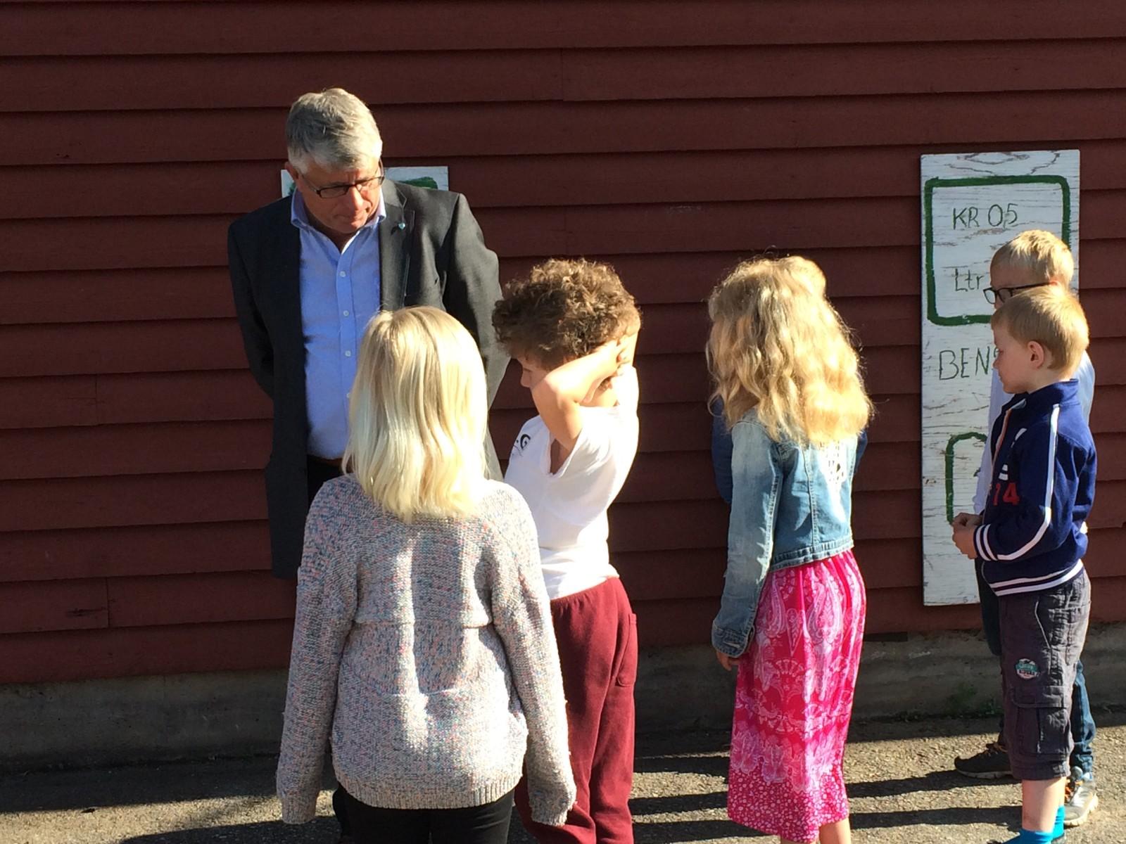 Ordførerne i Nye Kristiansand møtte elevene ved Herefoss skole i Birkenes i dag. Målet var å fortelle om en ny mulig storkommune, men elevene var skeptiske.