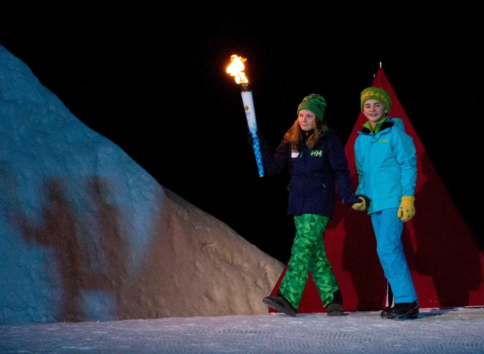Prinsesse Ingrid Alexandra og Eilif Hellum Noraker på vei for å tenne OL-ilden.