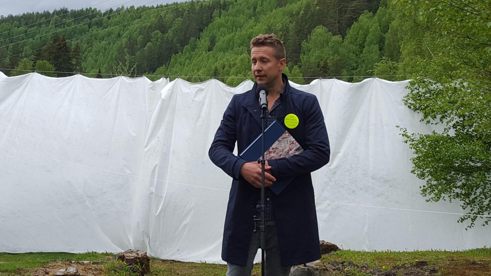 Kunstneren Jeppe Hein før avdukingen.