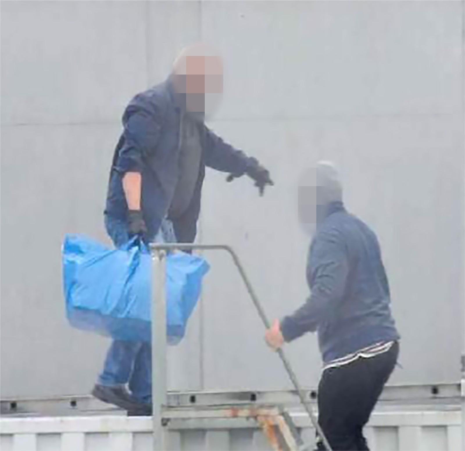 Mannen til venstre er en 58 år gammel norsk-marokkaner som var den som leide containeren. Verken han eller 27-åringen var tidligere straffet eller kjent for politiet på annen måte fra før.