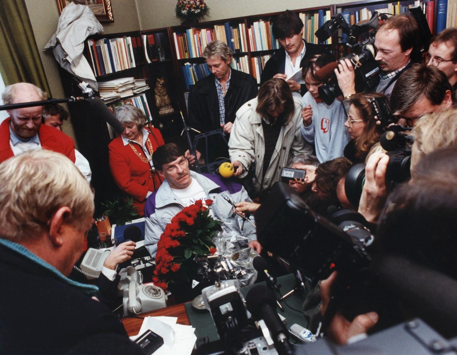 Den mordtiltalte Christer Pettersson på pressekonferansen etter frikjennelsesdommen.