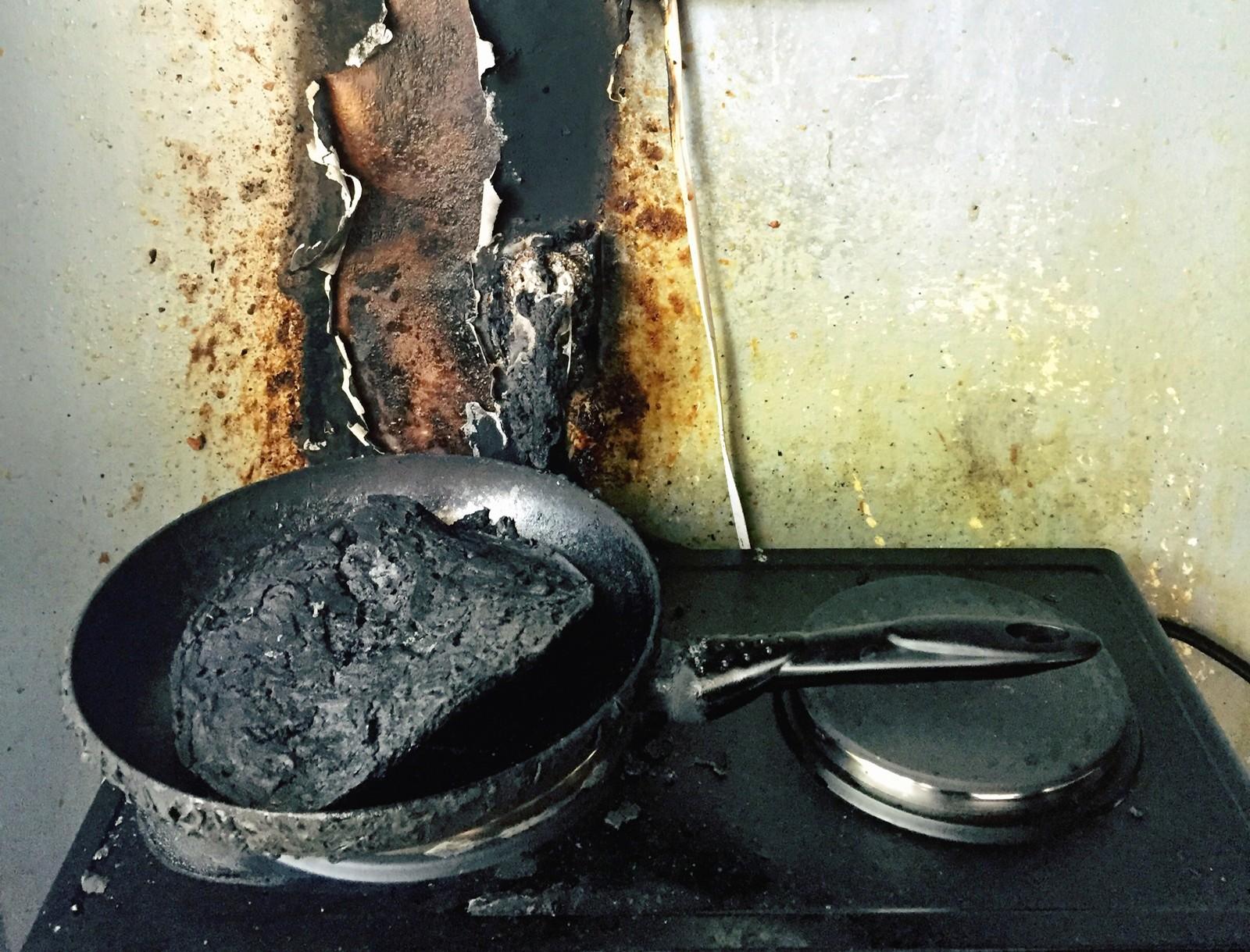 Folk som kommer hjem fra en fuktig kveld på byen glemmer ofte mat på komfyren.