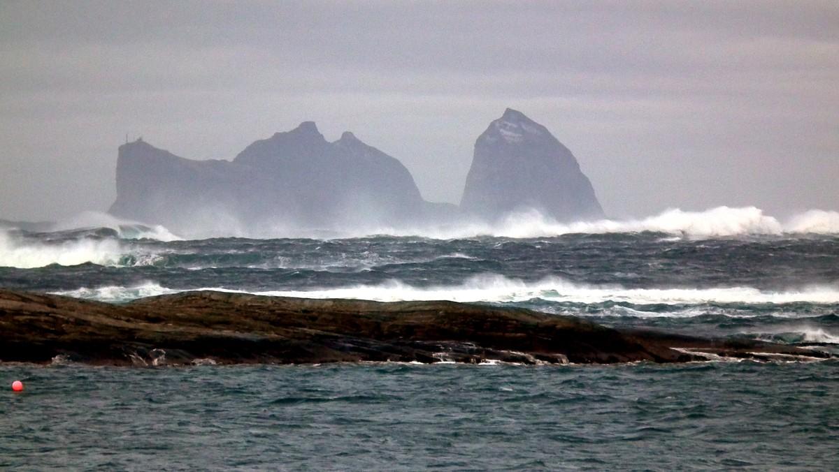 Selv om starten på helga kan se rolig ut, er et stormsenter på vei inn mot norskekysten.