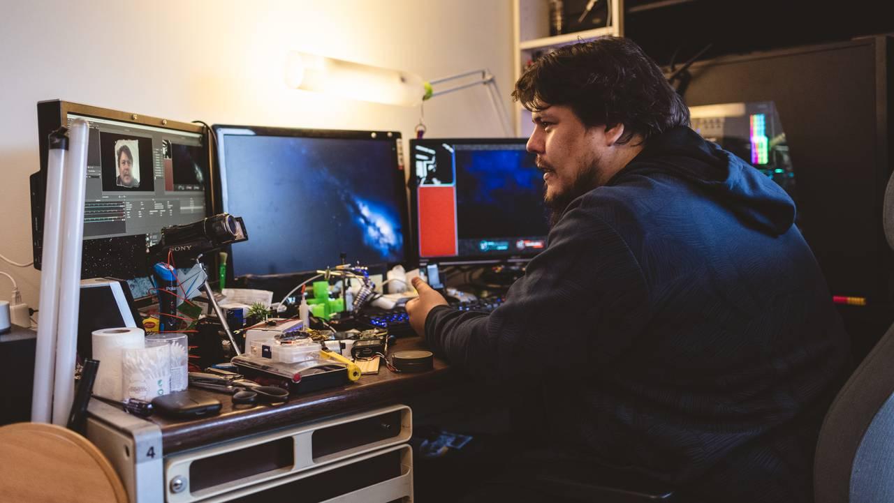 Jan-Erik foran dataskjermen