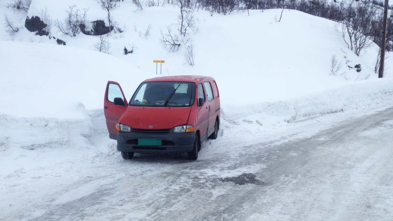 Deretter prøvde mannen å stikke av med denne bilen, men vart stogga av bileigar.