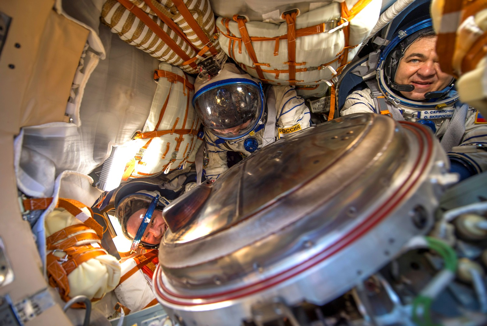 Jeff Williams fra USA, Alexej Ovchinin og Oleg Skripotsja fra Russland har nettopp landet etter å ha vært på Den internasjonale romstasjonen i seks måneder. De landet med romkapselen Soyuz TMA-20M i Kasakhstan den 7. august. 58 år gamle Jeff Williams er den eldste amerikaneren som har vært på en romstasjon. Han har tilbrakt totalt 520 dager i verdensrommet, noe som også er amerikansk rekord. Russeren Gennady Padalka har verdensrekorden med 879 dager.