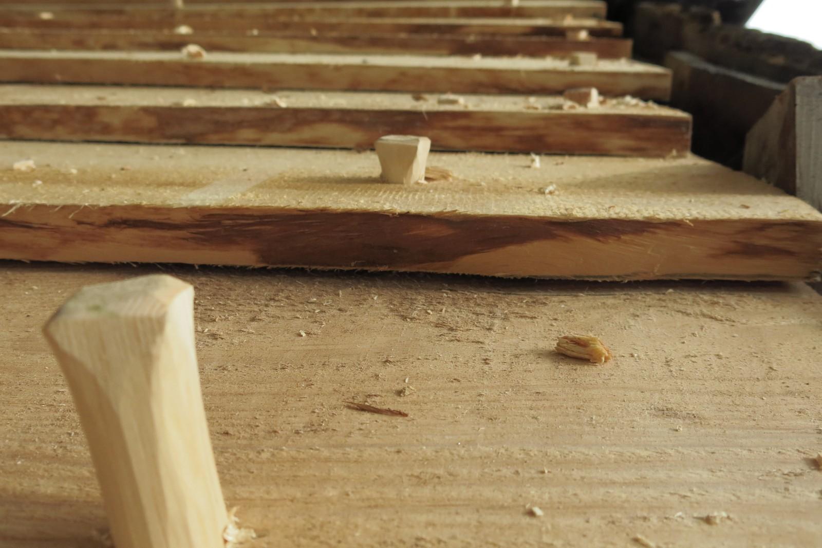 Trepluggar blir brukt i staden for skruar eller spiker
