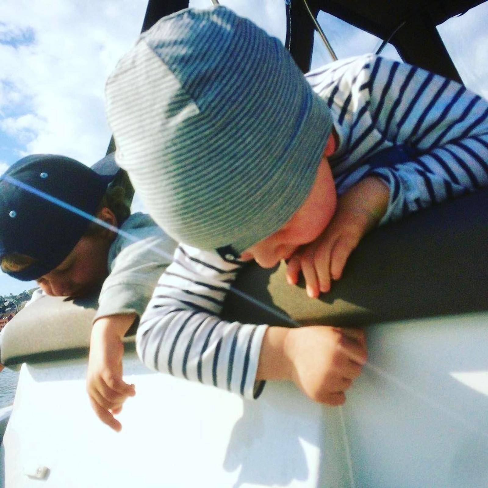På båttur.