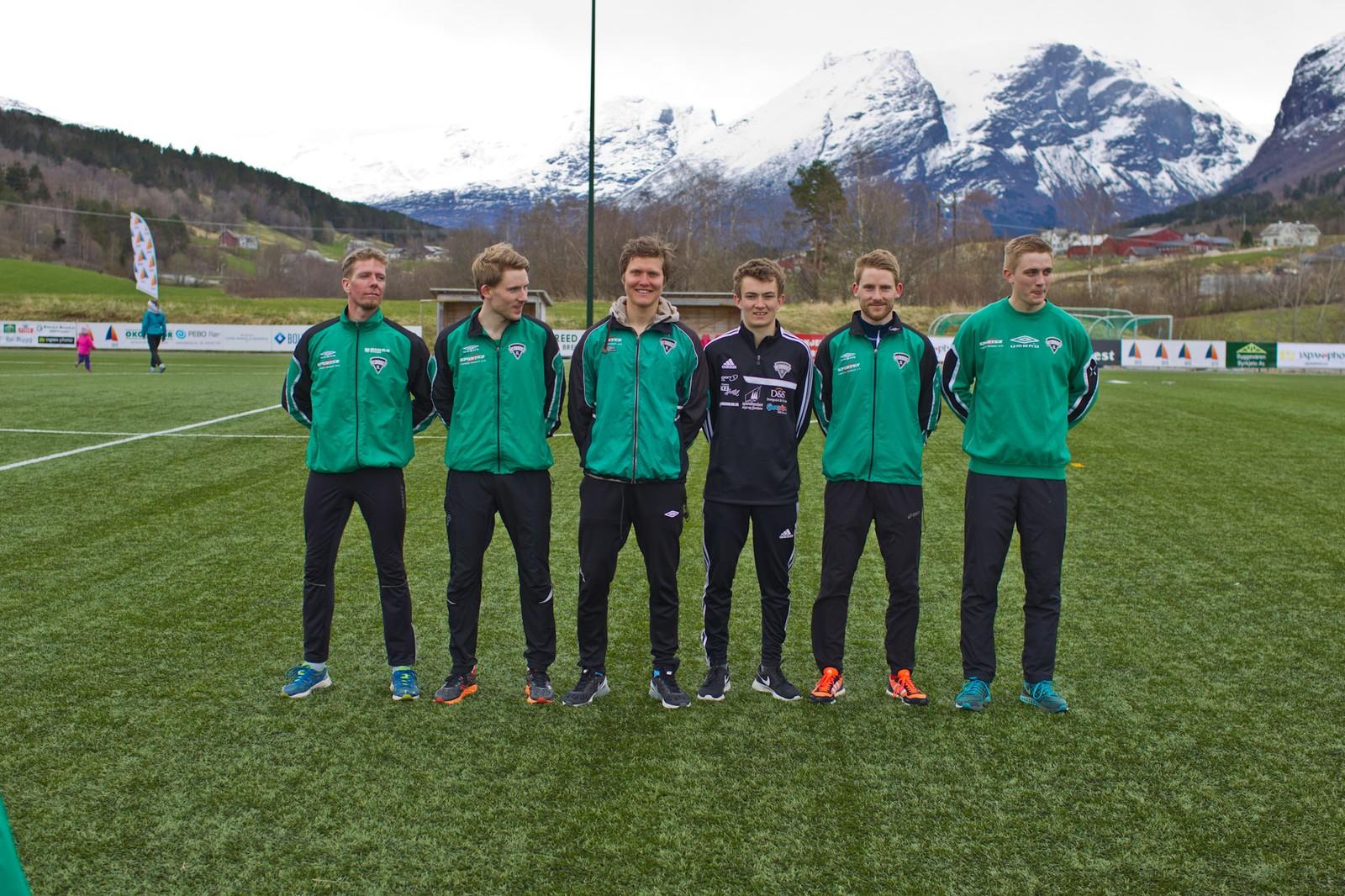 Vinnarlaget på herresida var Jølster IL. Frå venstre: Alex Peveri, Knut Olav Øygard, Øyvind Skrede, Johannes Siem, Eivind Øygard og Arild Øygard.