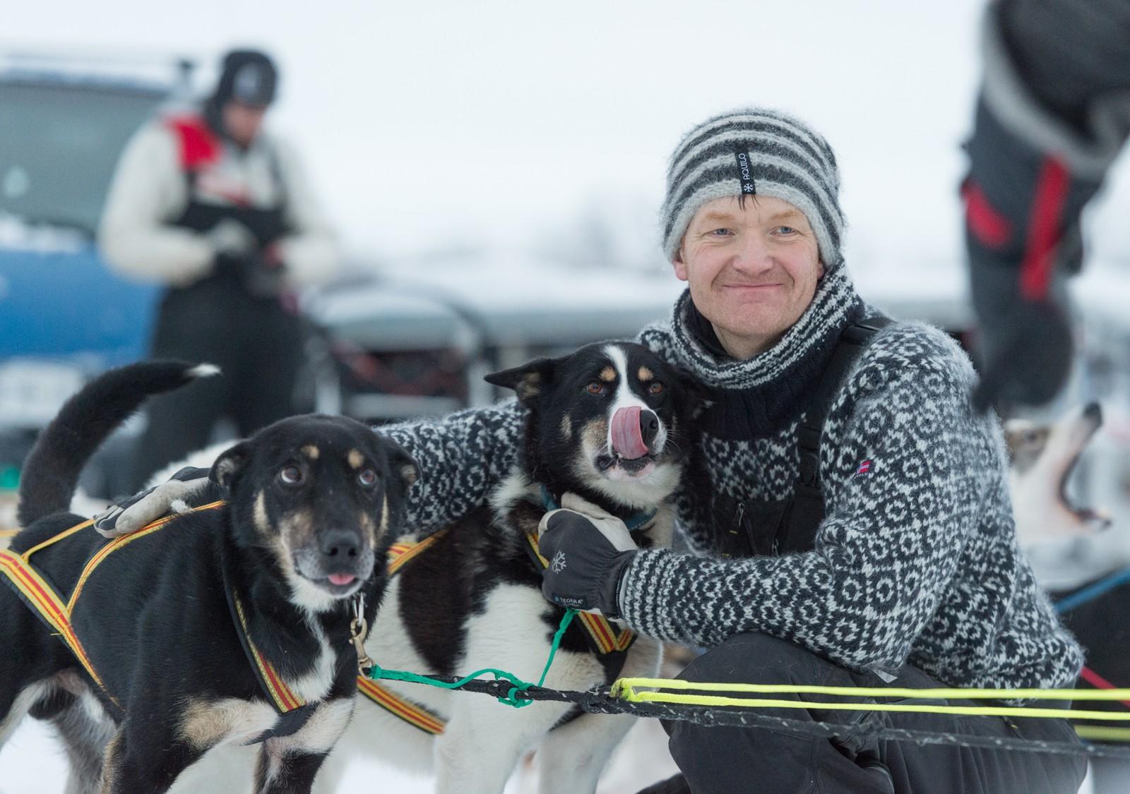 Vidar Myklevoll er handler for Trine Lyrek. Han kjører 500 km i Finnmarksløpet i år, med åtte av hundene som Trine kjører med nå. Flere av de samme hundene hjalp Myklevoll til en 2. plass under årets Alta todagers i januar.