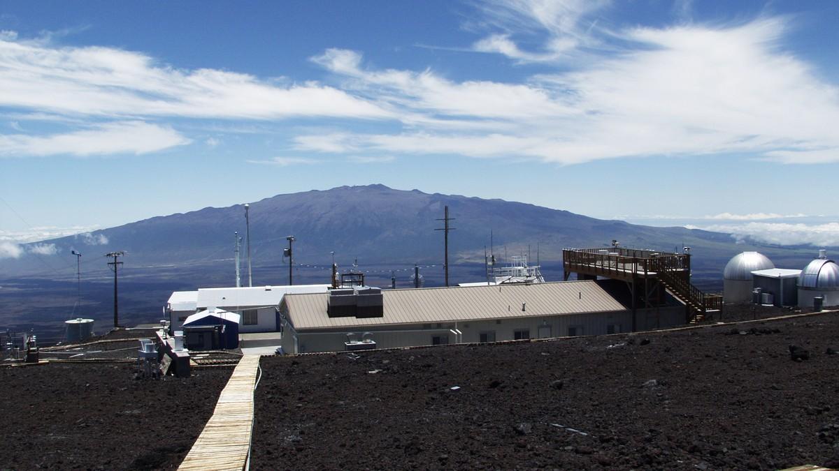 Mauna Loa-observatoriet på Hawaii der de har målt konsentrasjonen av CO₂ i atmosfæren siden slutten av 1950-tallet.