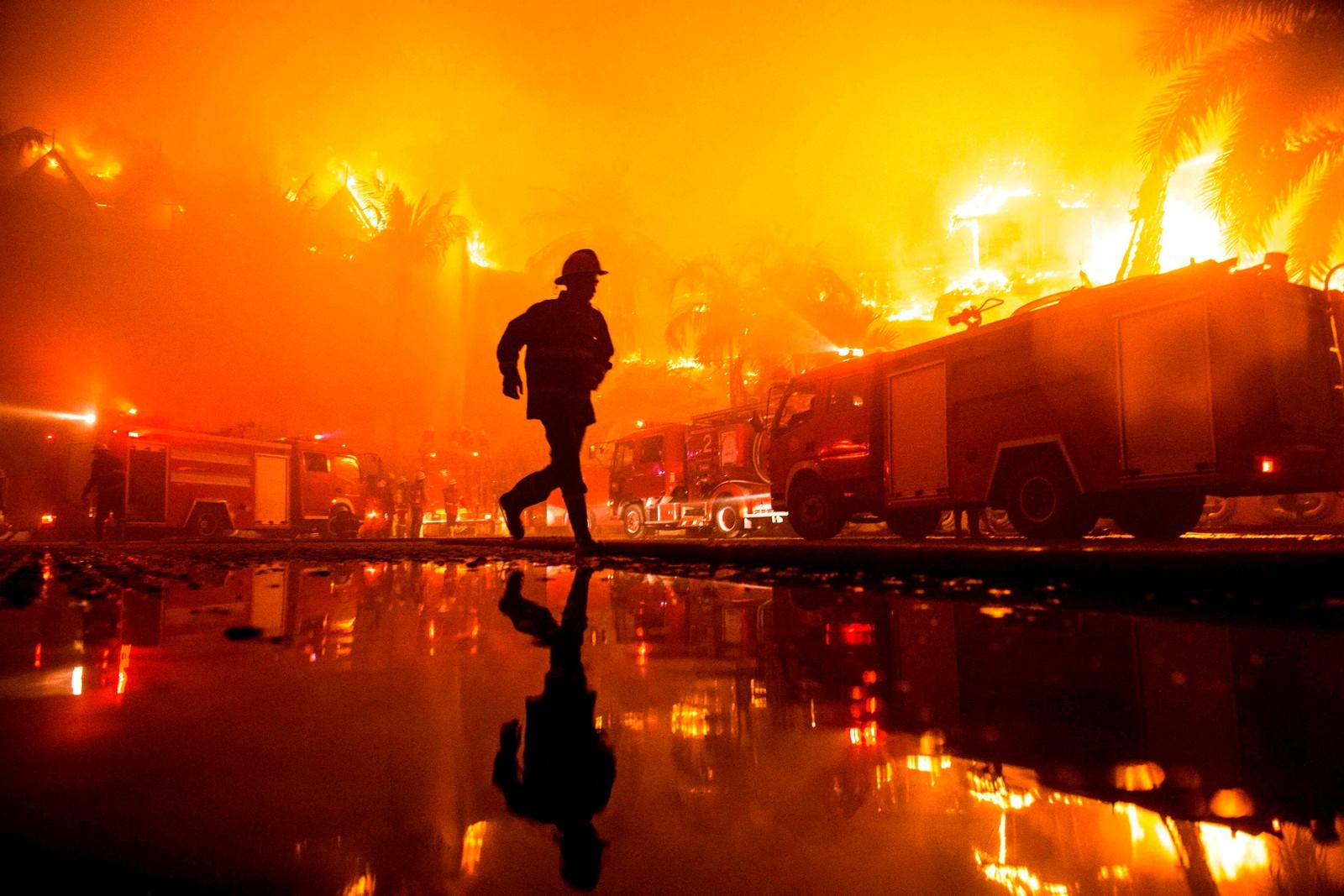 Kamp mot flammene i Yangon i Myanmar.