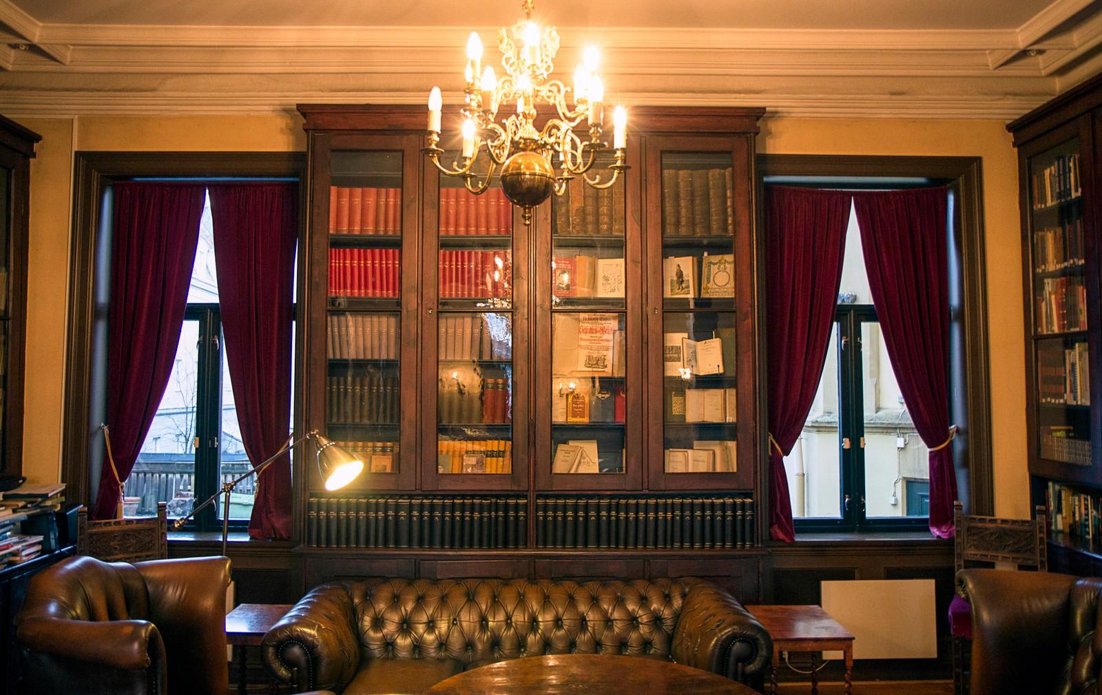 Studenterhjemmet har eget bibliotek, hvor man blant annet kan finne flere bøker om husets historie.