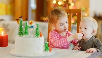 Illustrasjonsfoto: Barn spiser i jula