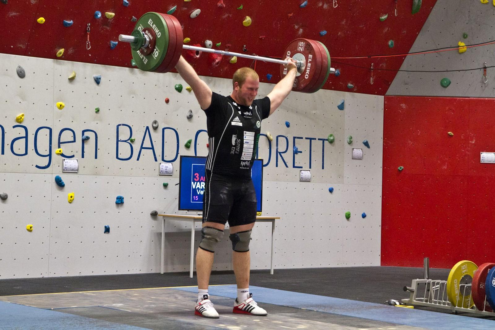 Vebjørn Varlid fekk opp 152 kilo i rykk og 170 kilo i støt. Det gav han 331,02 poeng og 5. plass i norgescupstemnet.