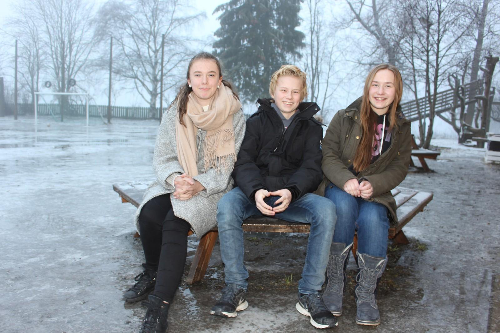 Hedemarken friskole klarte 9 poeng på Klassequizen. F.v. Amanda Tørring, Simon Bogen og Ragnhild Haakenstad