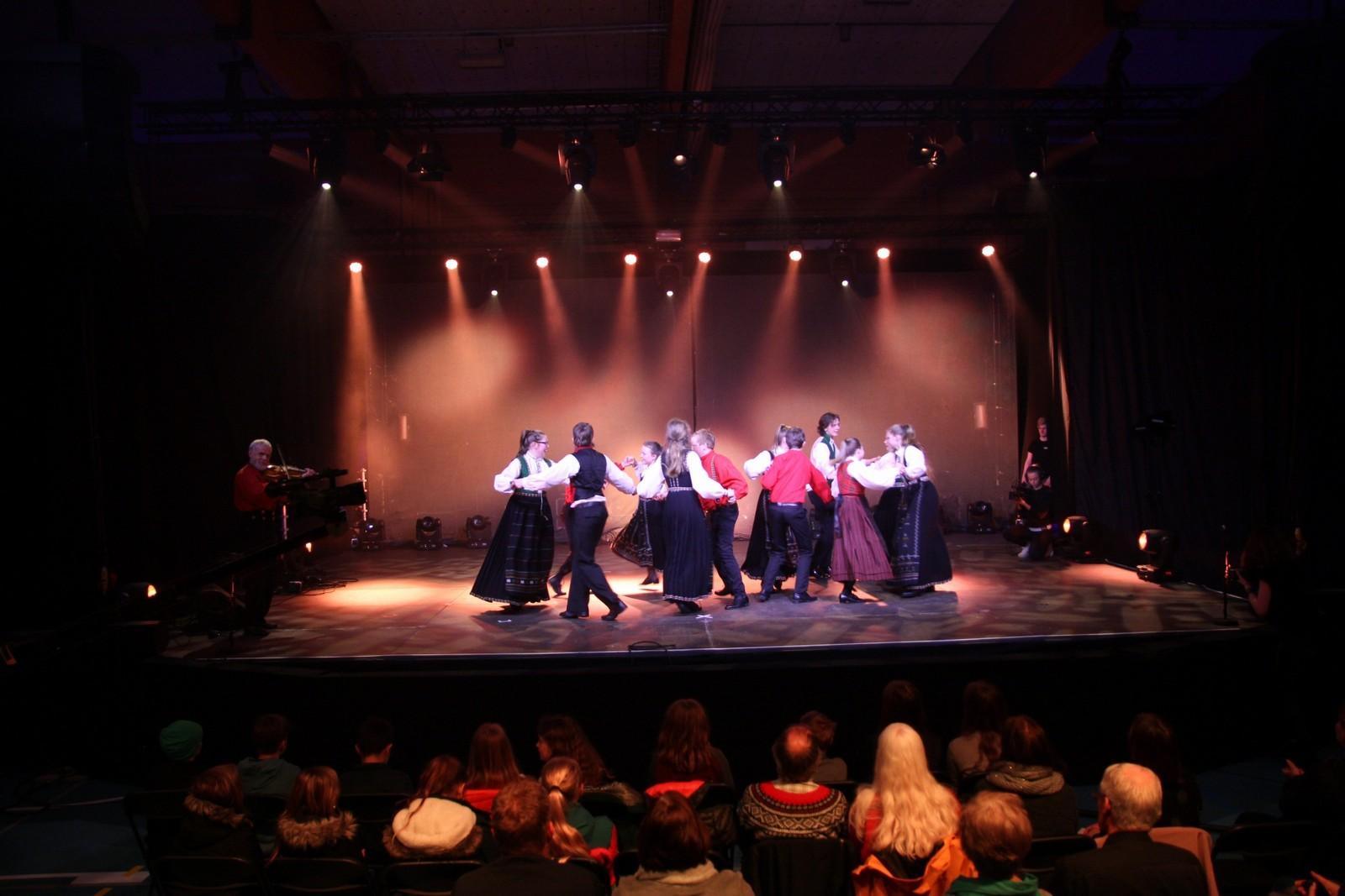 Dansegruppe i Fjelli UL