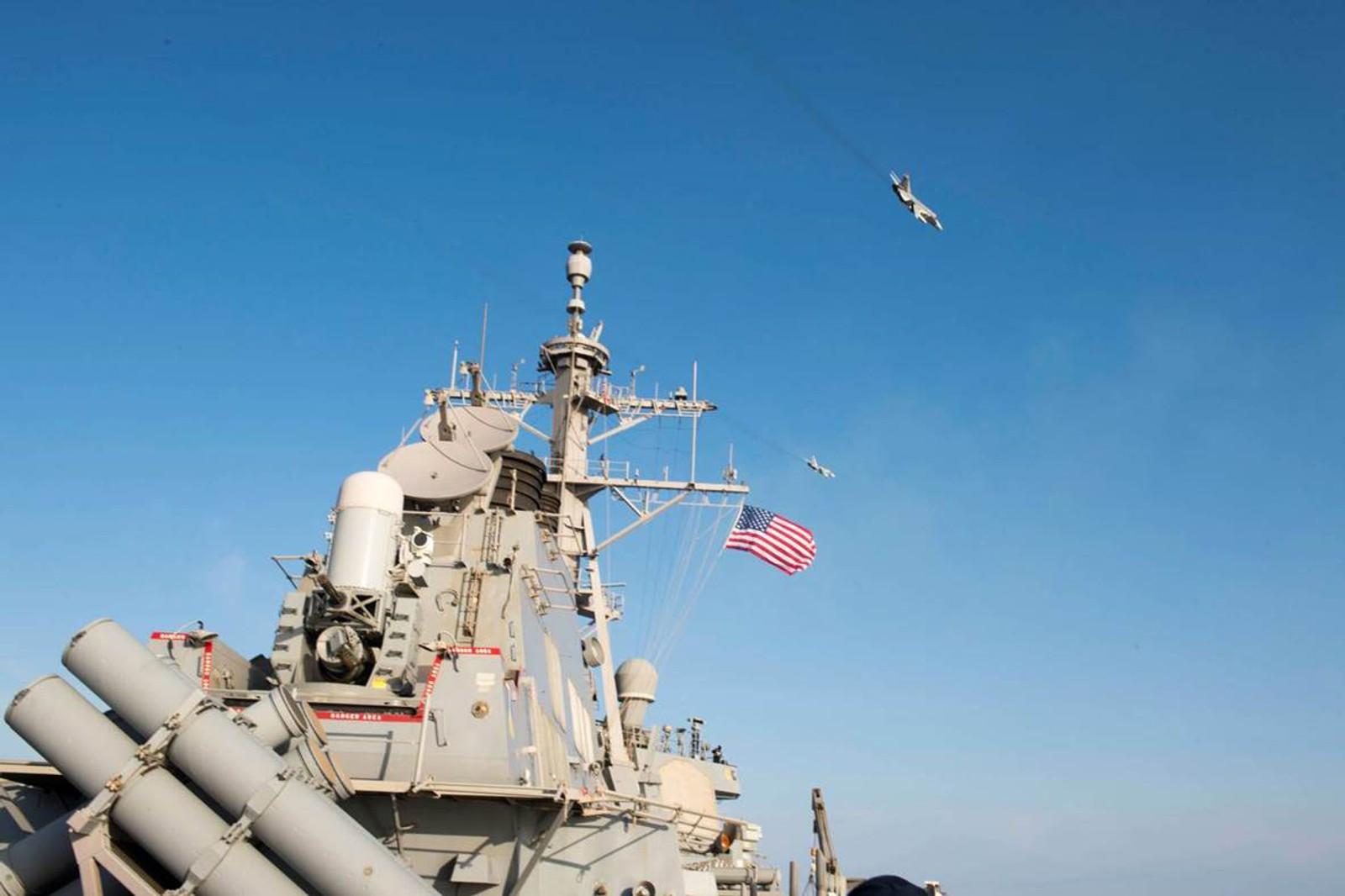 Jagerflyene som fløy over skipet Donald Cook har provosert amerikanerne stort.