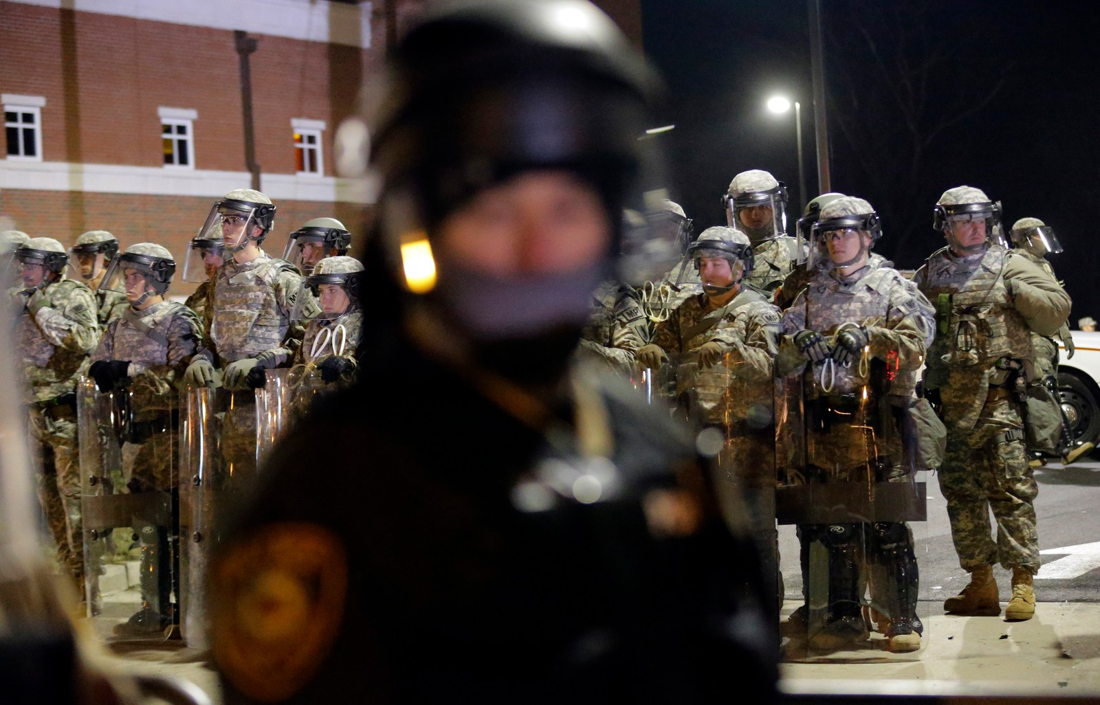 2200 soldater fra Nasjonalgarden er satt inn for å bistå opprørspolitiet i Ferguson.