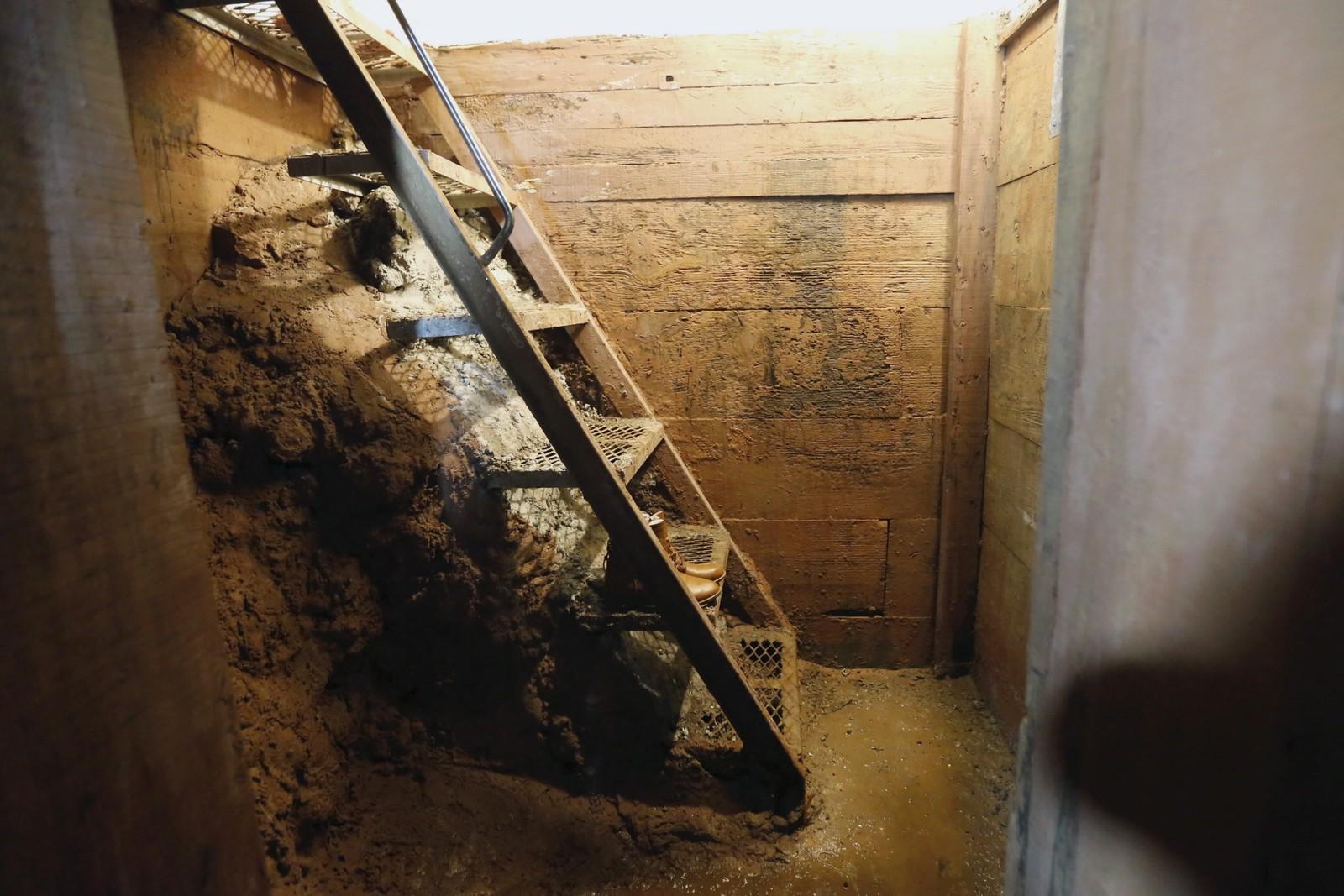 Guzman flyktet ned denne trappa og gjennom en tunnel.