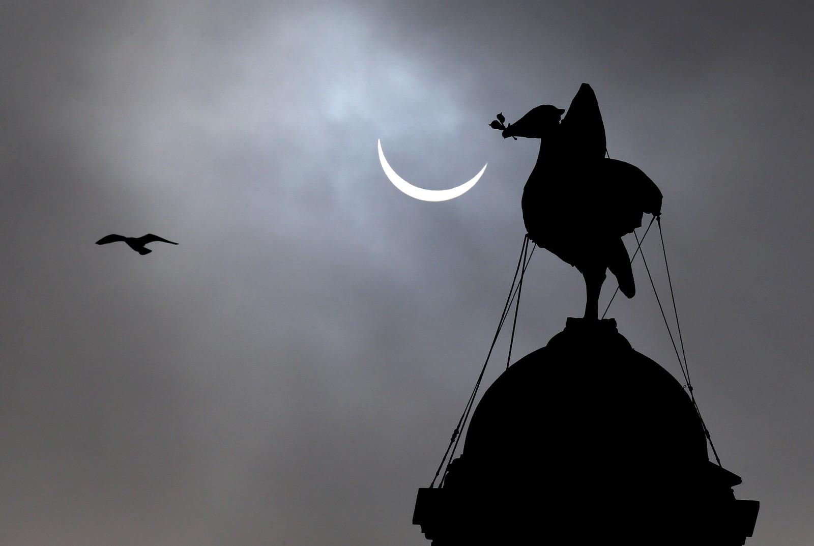 Solformørkelsen sett fra Liver-bygningen i Liverpool.